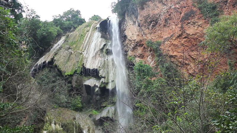 Niveau 7, Nationaal Park, Kanchanaburi Thailand van Erawan van watervalnamen stock footage
