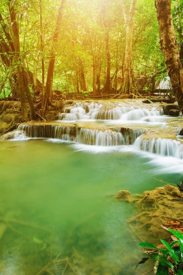 Niveau 7 von Wasserfall Huay Mae Kamin in Khuean Srinagarindra Nati lizenzfreies stockbild