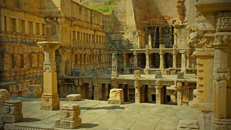 Niveaus binnen oude stepwell in Pathan in Gujarat, India royalty-vrije stock foto