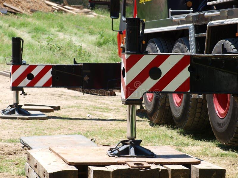 Niveaux hydrauliques pour la grande grue images stock