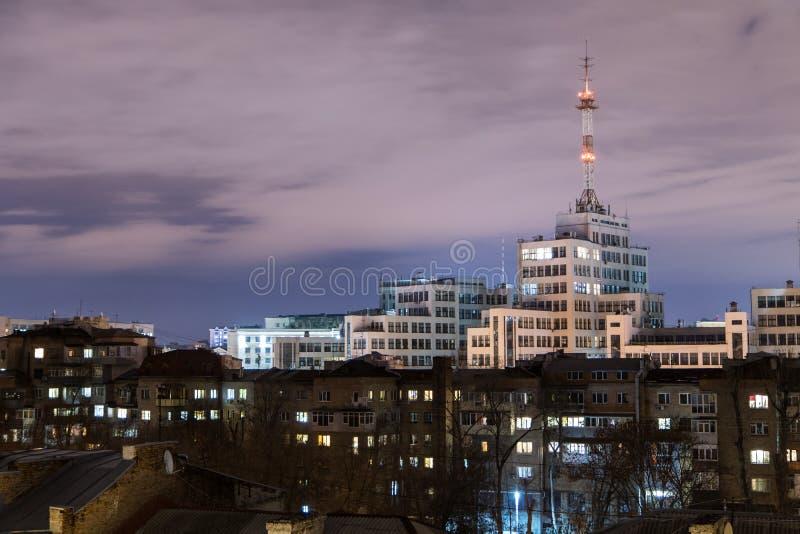 niveaux Même la vue du centre de la ville de Kharkiv avec Gosprom photographie stock