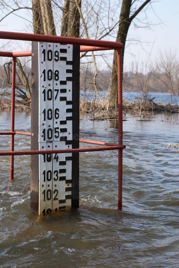 Nivel del agua alarmante imagen de archivo