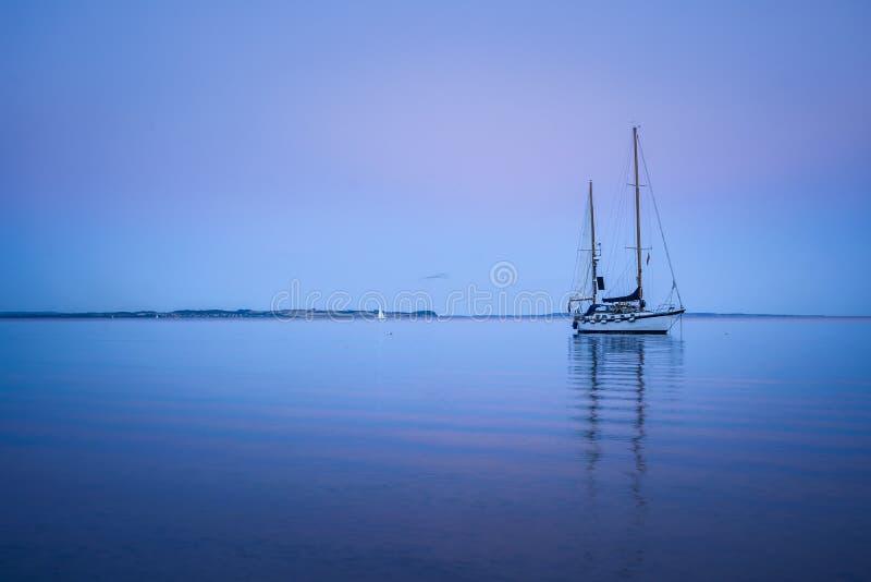 Nivelando a calma, baía de Aarhus, Dinamarca fotografia de stock royalty free