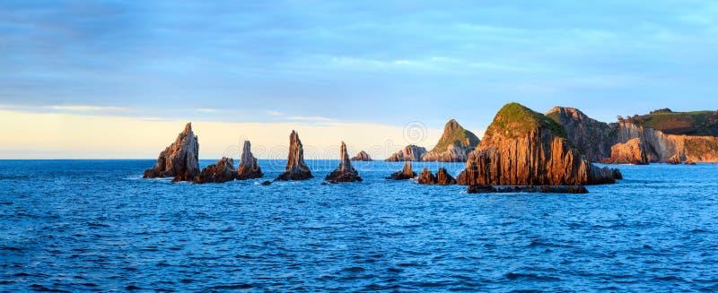 Nivelando a paisagem atlântica, as Astúrias, Espanha fotos de stock