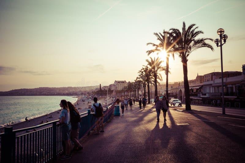 Niza en la tarde después de la puesta del sol Riviera francesa ` Azur, Francia de Provence-Alpes-Cote d fotos de archivo