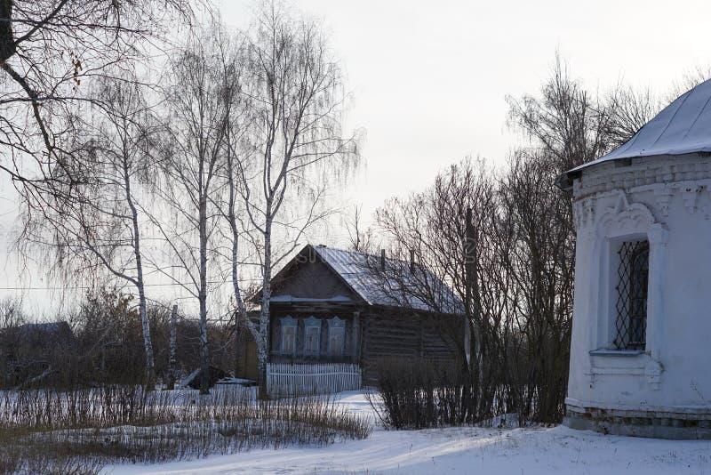 NIZHNE ABLYAZOVO, RUSSIE - 2 JANVIER 2016 : Ni russe de village photos libres de droits