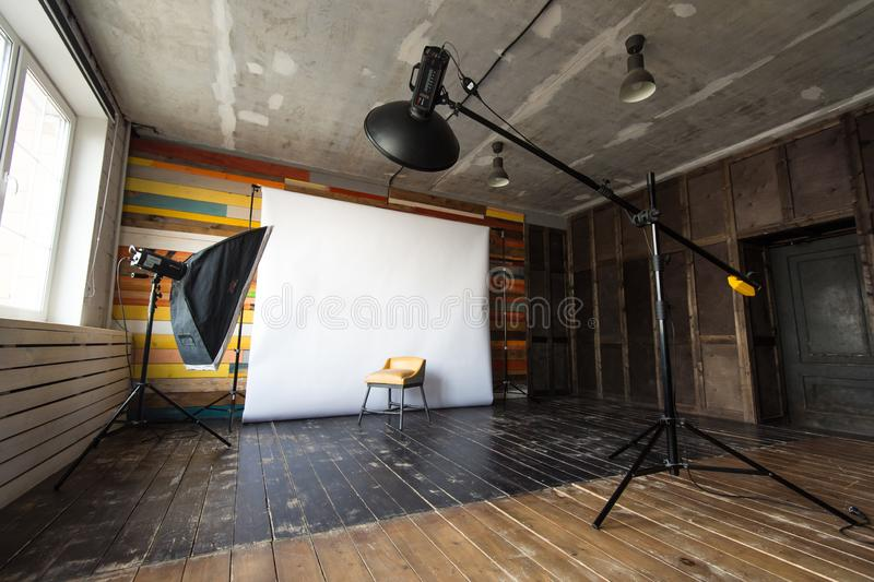 Nizhniy Novgorod, Russia - 24 marzo 2017: Studio 2 8 Studio vuoto della foto con la strumentazione di illuminazione fotografie stock libere da diritti