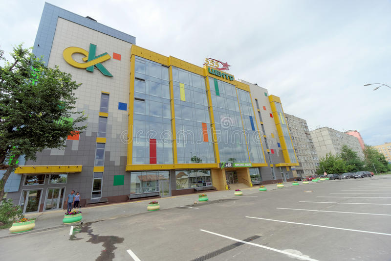 Nizhny Novgorod俄国 - 7月8日 2016年 健身中心在德米特里・巴甫洛夫街13上的X-FIT Sormovskaya 图库摄影