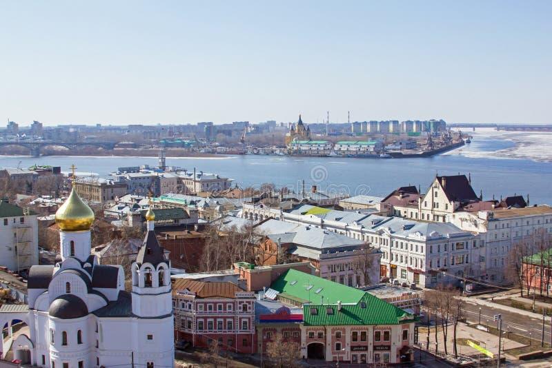 Nizhny Novgorod en Volga de vroege lente royalty-vrije stock afbeelding