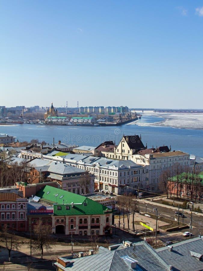 Nizhny Novgorod en Volga de vroege lente stock foto's
