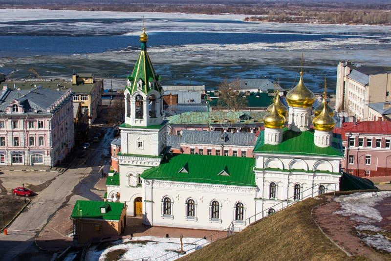 Nizhny Novgorod en Volga de vroege lente royalty-vrije stock fotografie