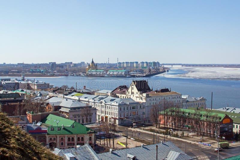 Nizhny Novgorod en Volga de vroege lente stock fotografie