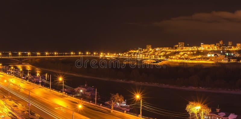 Nizhny Novgorod, panorama da noite, inverno imagem de stock
