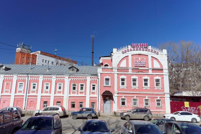 Nizhny Novgorod, Rússia - 7 de abril 2016 Banhos públicos na rua Kovalikhinskaya fotografia de stock royalty free