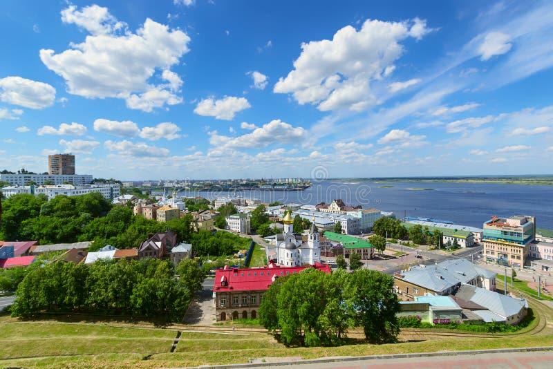 Nizhny Novgorod, Rússia, julho 20,2013, a opinião da cidade da parede do Kremlin imagem de stock royalty free