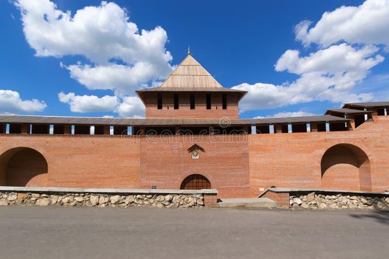 Nizhny Novgorod, Rússia, julho 20,2013, a opinião da parede do Kremlin do pátio imagens de stock royalty free