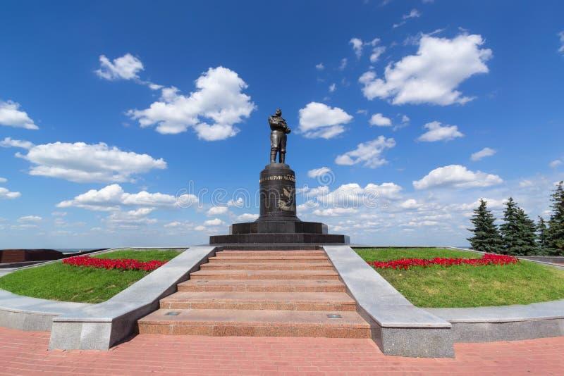 Nizhny Novgorod, Rússia, o 20 de julho de 2013, monumento de Valery Chkalov imagens de stock royalty free