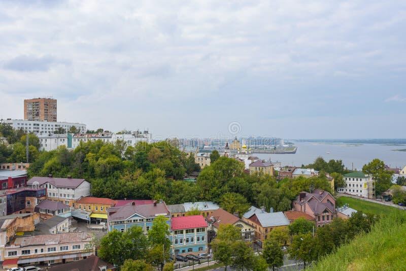 Nizhny Novgorod, Rusland - September 4, 2018: Weergeven van de stad van Nizhny Novgorod, de pijl van de rivieren Oka en Volga van royalty-vrije stock foto's