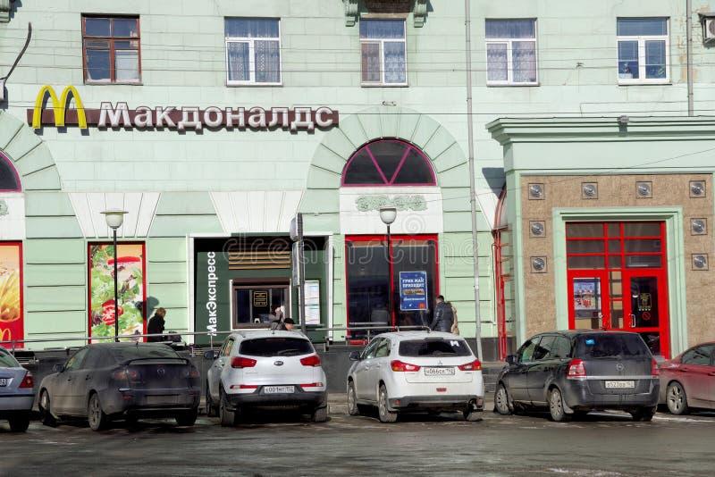 nizhny novgorod Russia - Marzec 18 2016 McDonald restauracja na maksymy Gorky kwadracie obraz stock
