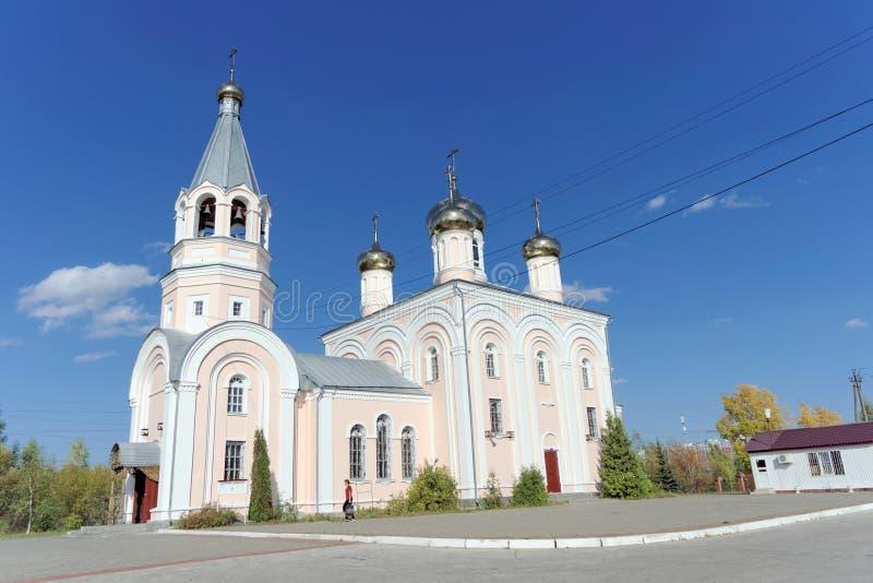 Nizhny Novgorod russia - September 23 2018 Kyrktaga allra helgon i Sormovsky område nära kyrkogården royaltyfria bilder