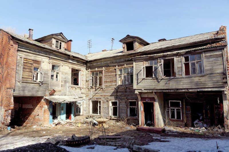 Nizhny Novgorod, Russie - 10 avril 2017 La vieille maison en bois sur Malaya Yamskaya image libre de droits