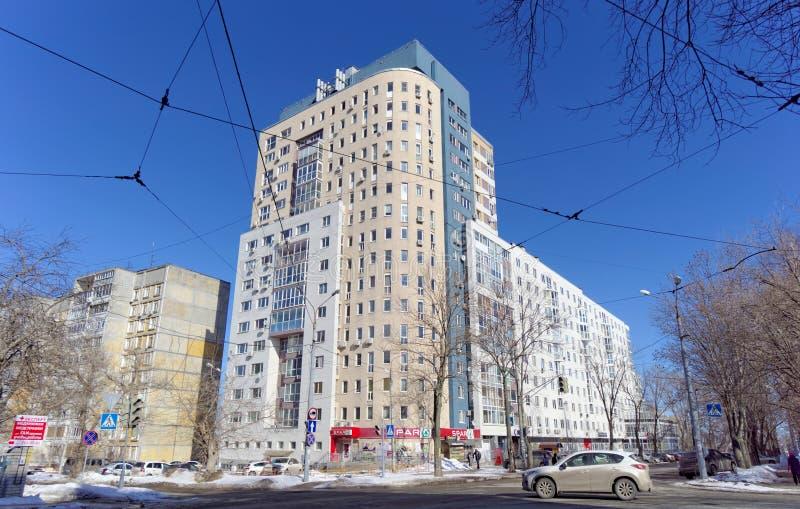 Nizhny Novgorod, Russie - 29 mars 2018 Maison à plusiers étages résidentielle sur la rue 65 de Malaya Yamskaya photographie stock