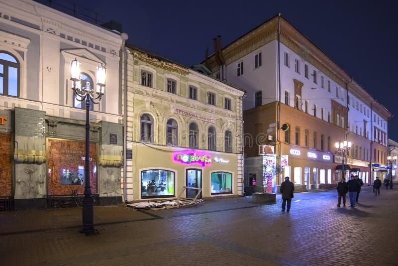 Nizhny Novgorod Ryssland - November 1 2015 Bolshaya Pokrovskaya gata - en turist- gångare i den historiska delen av staden fotografering för bildbyråer