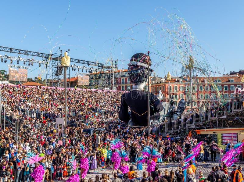 Nizza, Cote d'Azur, Francia - 24 febbraio 2019: Carnaval de Nice, quest'anno tema King of Cinema ROI du Cinéma immagine stock