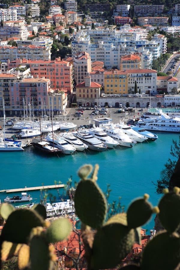 Nizza, Francia - 10 novembre 2007: bel porto con barche di lusso fotografia stock