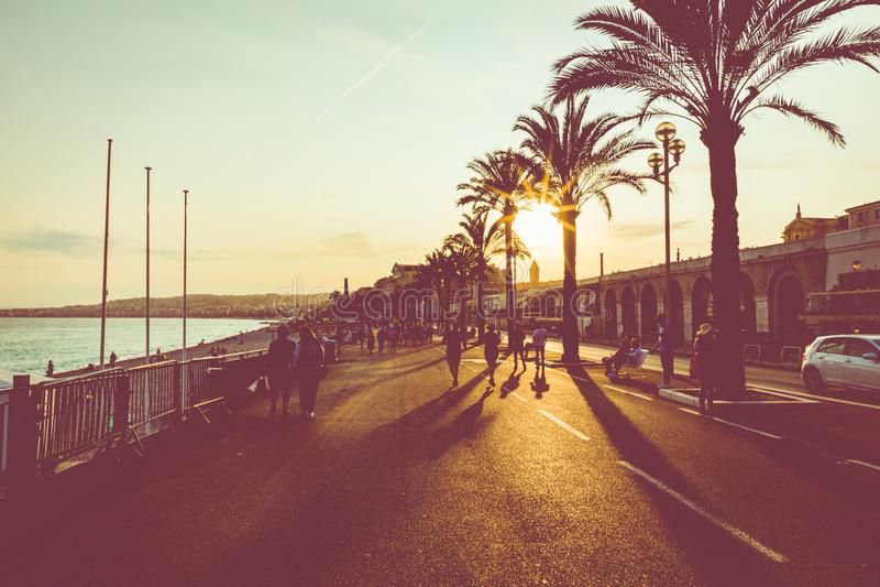 Nizza la sera dopo il tramonto Riviera francese ` Azur, Francia di Provenza-Alpes-Cote d fotografie stock libere da diritti