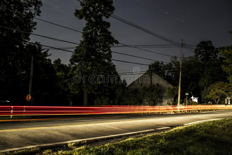 NJ μικρού χωριού μακριά εθνική οδός έκθεσης αργά τη νύχτα στοκ εικόνα