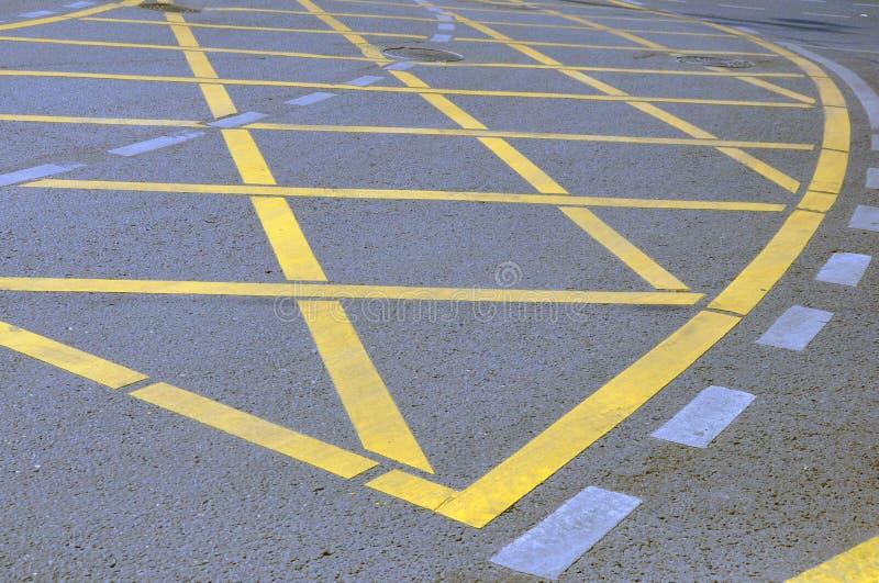 NNo που σταθμεύει το κίτρινο σημάδι του σταυρού ζώνης στο δρόμο στοκ εικόνες με δικαίωμα ελεύθερης χρήσης