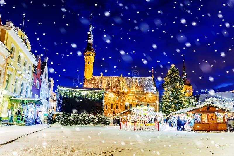Noël à Tallinn Noël juste à la ville Hall Square photos libres de droits