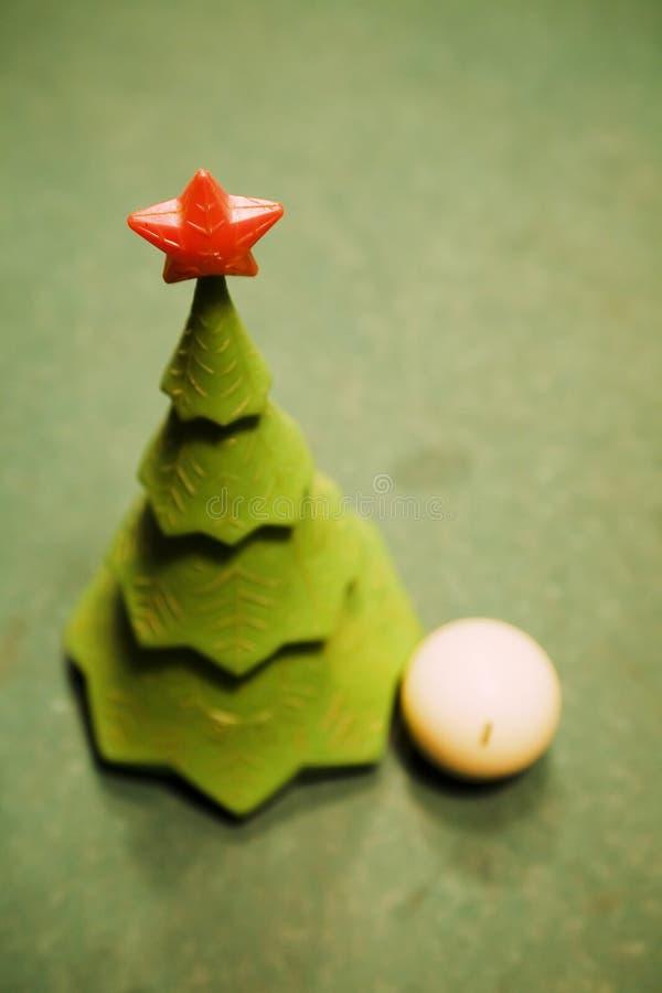 Noël-arbre sur une table de billard photographie stock libre de droits