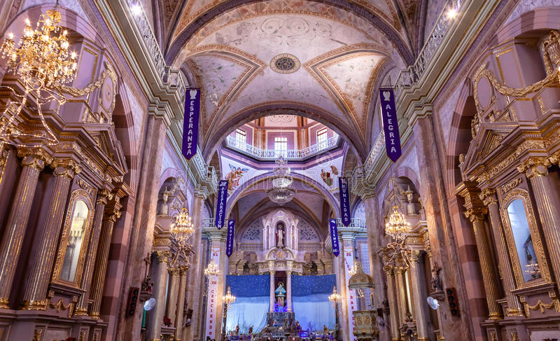 Noël arque la cathédrale Parroquia Dolores Hidalalgo Mexico image libre de droits