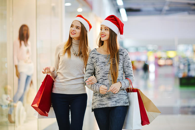 Noël dans le centre commercial images stock
