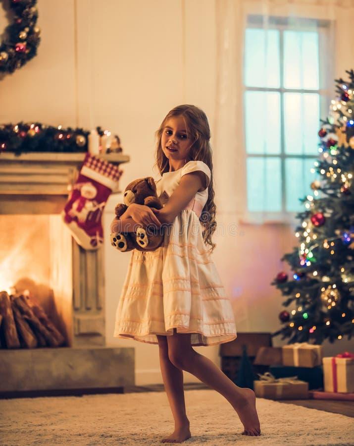 Noël de attente de petite fille photo stock