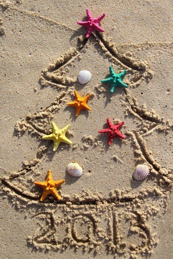 Noël et an neuf sur la plage photographie stock