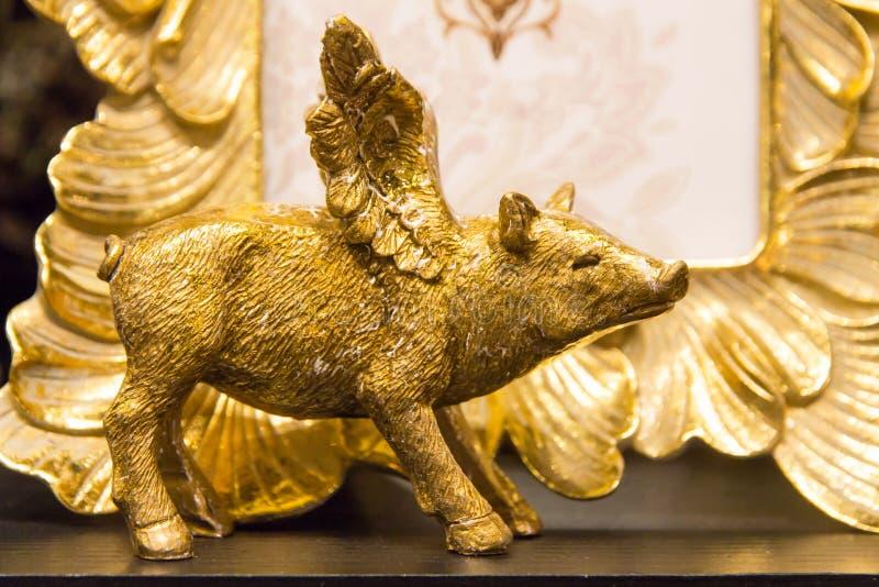 Noël, fin de décoration de porc d'or de nouvelle année  photos stock