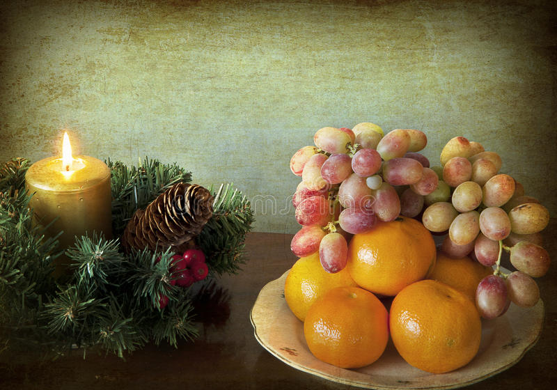 Noël grunge avec des fruits images stock