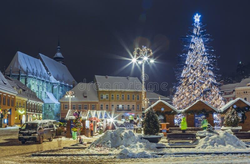 Noël juste dans la place du Conseil, Brasov, Roumanie photographie stock libre de droits