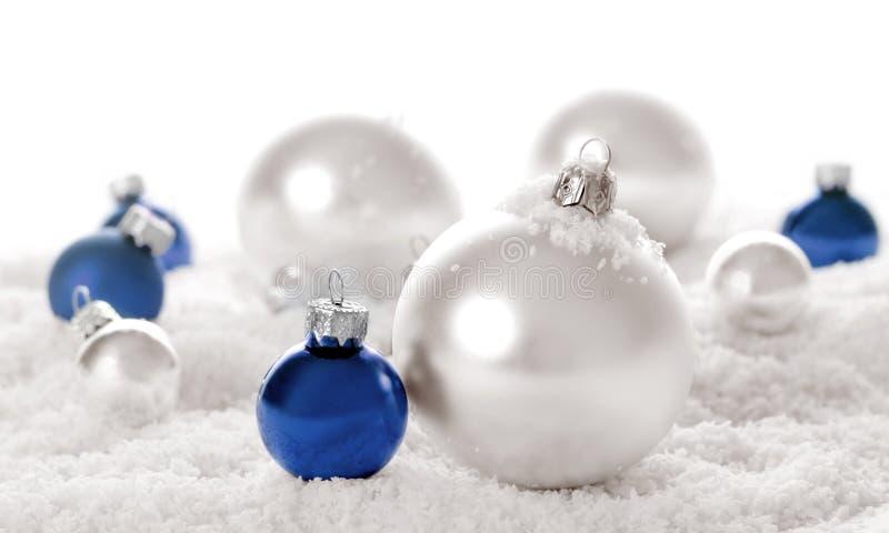 Noël ornemente la neige photos libres de droits