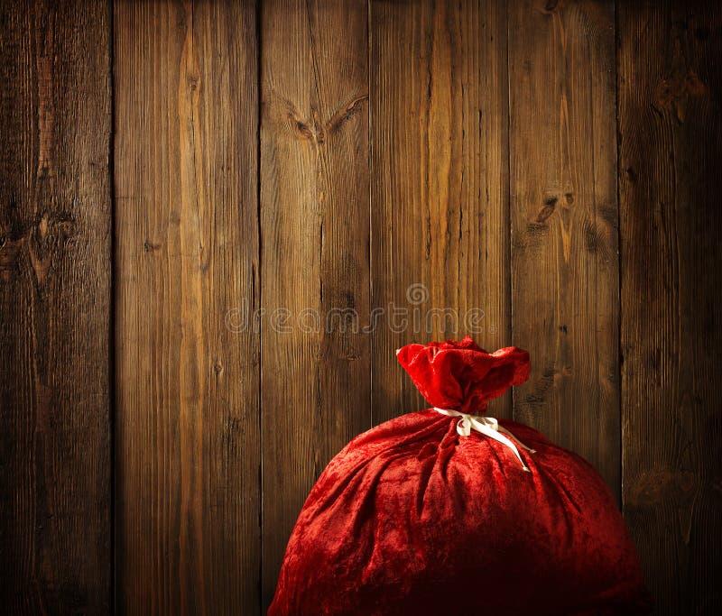 Noël Santa Claus Red Bag Full, bois de Noël, mur en bois de planche images libres de droits