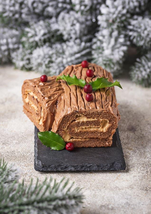 Noël Yule Log Cake Dessert traditionnel de chocolat photos stock
