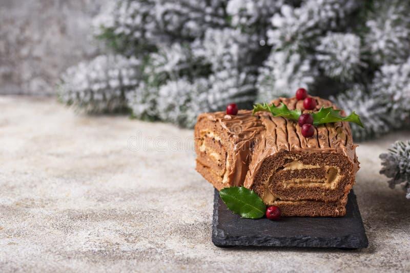 Noël Yule Log Cake Dessert traditionnel de chocolat photographie stock
