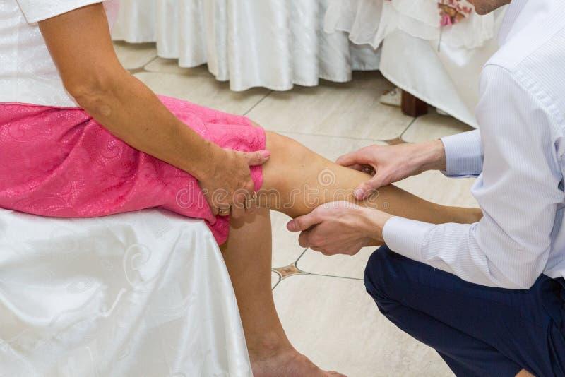 Download Nożny masaż zdjęcie stock. Obraz złożonej z fornal, stopa - 65225448