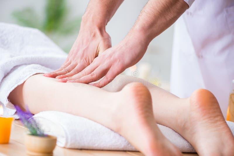 Nożny masaż w medycznym zdroju zdjęcia royalty free