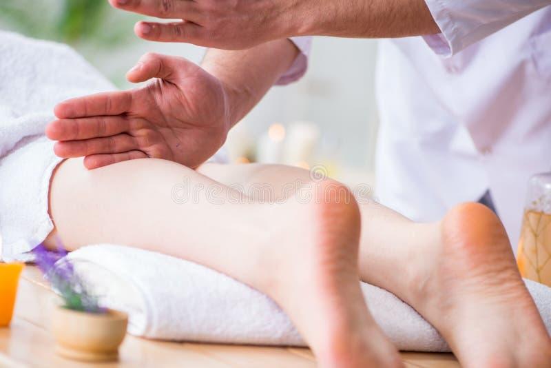 Nożny masaż w medycznym zdroju fotografia stock