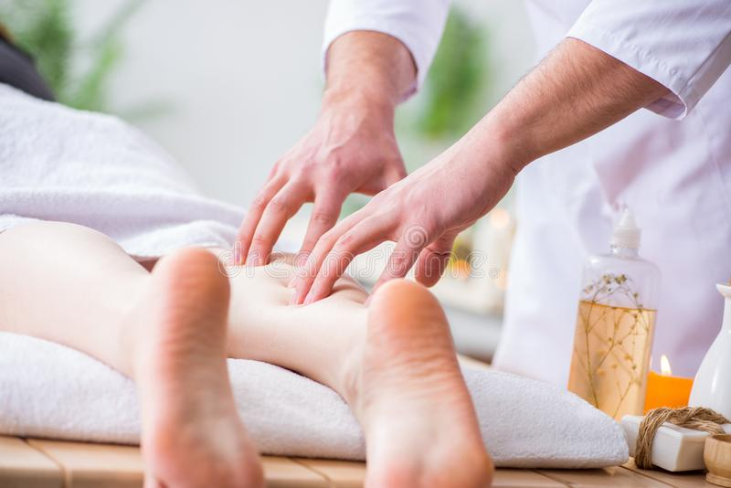Nożny masaż w medycznym zdroju obraz royalty free