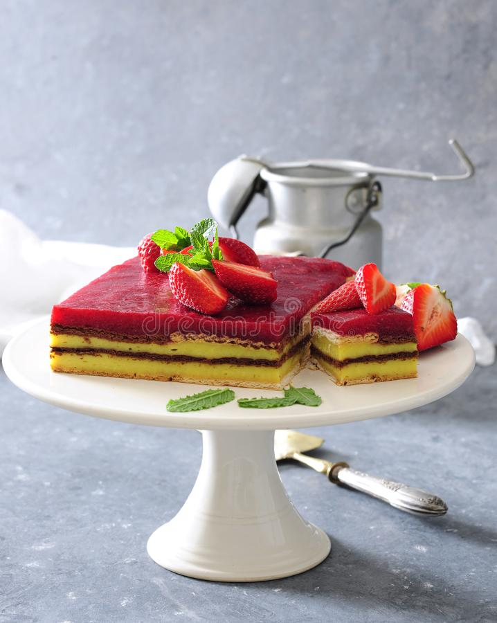 No bake vanilla and strawberry mousse layer cake with biscuits royalty free stock images